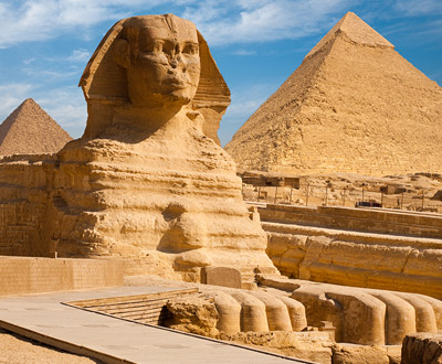 ... メンカウラーの3大ピラミッド